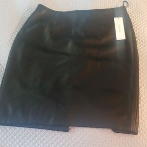 Calvin Klein faux leather skirt NEW (101)